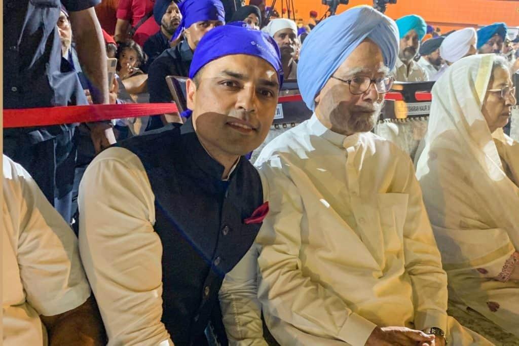 Gurbaksh Chahal With Former PM Manmohan Singh - Digpu