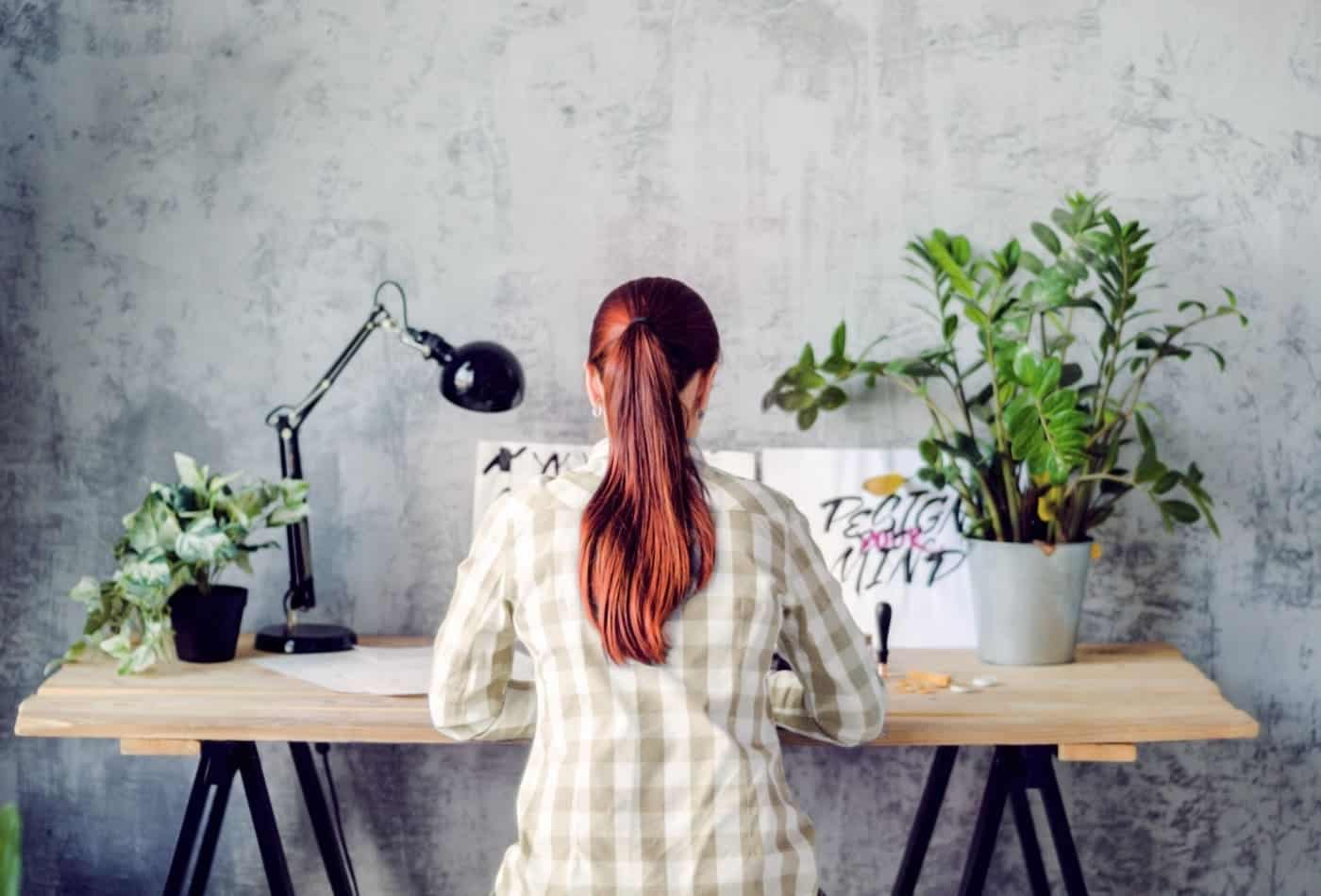 Keep small plants at your work desk to reduce stress, study suggests