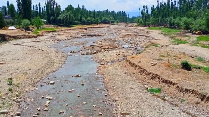 With rising temperature, rivers dry up in Kashmir - Dilpaziir Digpu News