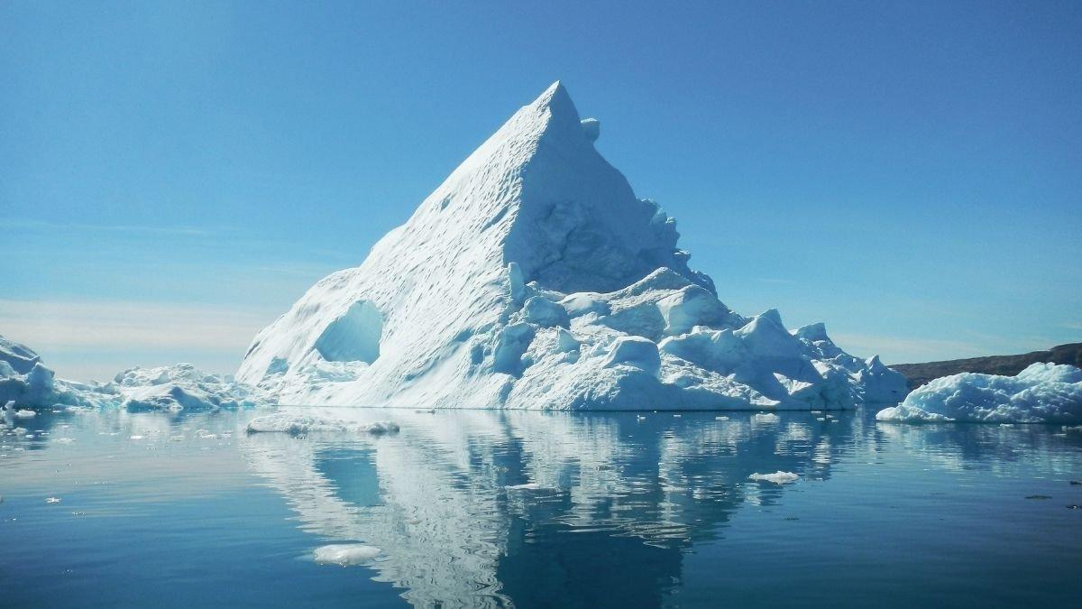 Worlds largest iceberg breaks off Antarctica (2)